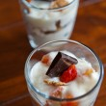 Fruits and yogurt — Stock Photo