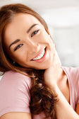 Close-up portrait of an attractive young woman smiling — Stock Photo