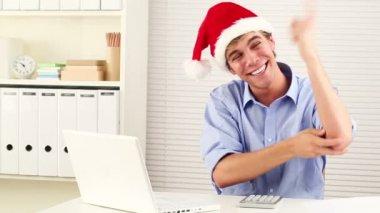 Businessman wearing santa hat for christmas celebrating — Stock Video