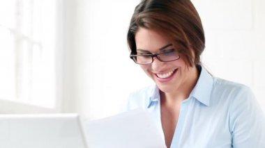 Trabalhador feliz — Vídeo stock