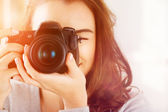 Pretty woman is a proffessional photographer with dslr camera — Stock Photo