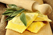 Ravioli filled with spinach and ricotta — Stock Photo