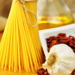 Raw ingredients for spaghetti aglio, olio e peperoncino — Stock Photo