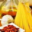 Raw ingredients for spaghetti aglio, olio e peperoncino — Stock Photo #15554785