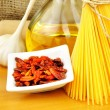 Raw ingredients for spaghetti aglio, olio e peperoncino — Stock Photo #15554845
