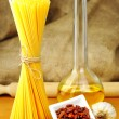 Raw ingredients for spaghetti aglio, olio e peperoncino — Stock Photo #15556275