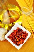 Surovin pro špagety aglio, olio e peperoncino — Stock fotografie