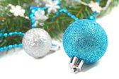 圣诞节的作文与白上蓝色球 — 图库照片