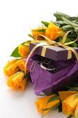 Roses jaunes et violet coffret à bijoux — Photo