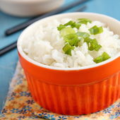 Bowl of cooked rice with green onion — Stock Photo