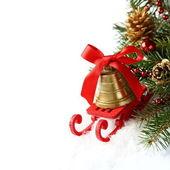 Jul sammansättning med släde och gyllene klocka över vita — Stockfoto