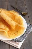 Gluten fri crepes från ris mjöl, potatis och hirs mjöl med honung — Stockfoto