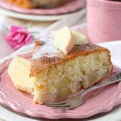 Slice of homemade apple sponge cake on pink plate — Stock Photo