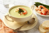 Delicious cream soup with asparagus and shrimp — Stock Photo