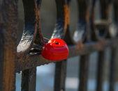 Fence, lock heart — Stock Photo
