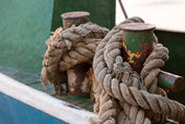 Rope tied to cleat on dock — Stock Photo