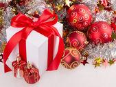 Box red ribbon bow silver tinsel — Stock Photo