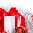 Box red ribbon bow silver tinsel — Stockfoto