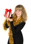 женщина, держащая подарочной коробке — Стоковое фото