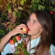 Beautiful girl eats tasty apple — Stock Photo