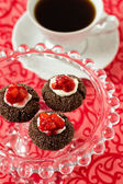 Chocolate thumbprint cookies with cream cheese and strawberries — Stock Photo