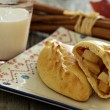 Yeast pastry with apples (pirogi) — Stok fotoğraf