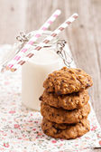 Oat cookies with milk — Stock Photo