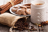 Coffee, spices and chocolate meringue cookies — Stock Photo