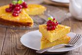 Cornmeal cake with berries — Stock Photo
