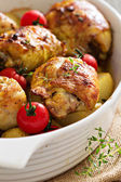 Chicken with potatoes and fresh tomatoes — Stock Photo