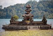 Ulun danu jezero beratan chrám — Stock fotografie