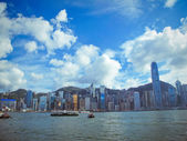 Hongkong skyline with ferryboat in victoria harbour — Stock Photo