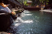 Holy spring water in tirta empul — 图库照片