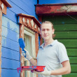 Man painting a house — Stockfoto