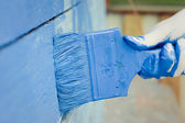Hand painting blue wooden wall — Foto de Stock