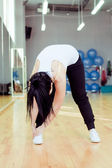Beautiful young doing exercise in a gym — Stock Photo