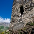 Ruins of ancient settlement in the Caucasus mountains — Stock fotografie