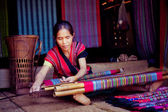 LAOS, BOLAVEN  FEB 12, 2014 : Unidentified Alak tribe women in v — Stock Photo