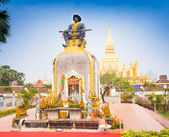 Statue of the King Chao Anouvong,  the last monarch of the Lao K — Stockfoto