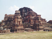 Temple  wat Mahathat in Ayutthaya historical park — Stock Photo