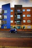 Mały niebieski samochód — Zdjęcie stockowe