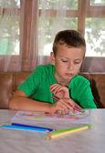 Young boy drawing — Zdjęcie stockowe
