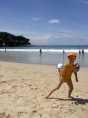 Pojke på stranden — Stockfoto