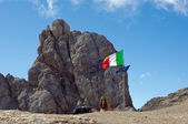 Italian flag on Marmolada mountain — ストック写真