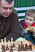 Father and son playing chess — Stok fotoğraf