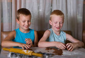 Two boys baking cookies — Stock Photo