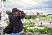 Turistické dělat fotografie v archangelskoe panství — Stock fotografie