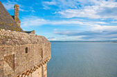 Wall of Mont Saint-Michel and view at Atlantic ocean — Stock Photo