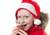 Hombre de jengibre comiendo niño sonriendo. — Foto de Stock
