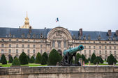 Cannon in front of Les Invalides — Stock Photo